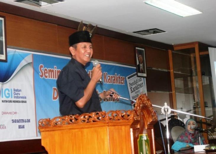 Kadisdik Kota Bekasi, Drs. H. Encu Hermana, MM, saat memberikan sambutan