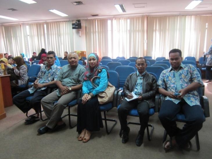 Dari Kiri ke Kanan: Dahli Ahmad, M.Pd (Ketum IGI Bekasi), Yudhistira Massardi,Siska Massardi, Abdul Munif (pengurus IGI Bekasi), Bhayu Sulistiawan (panitia)