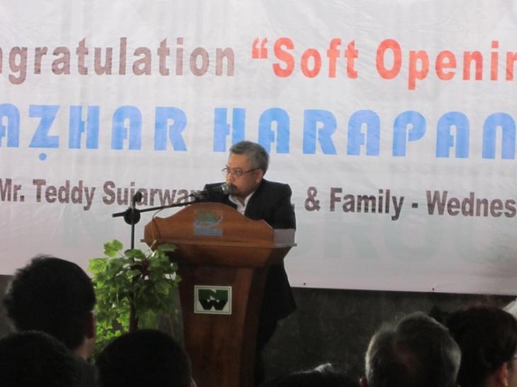 Presdir NWI Group sekaligus Pembina yayasan Al-Azhar Harapan Indah memberikan sambutan