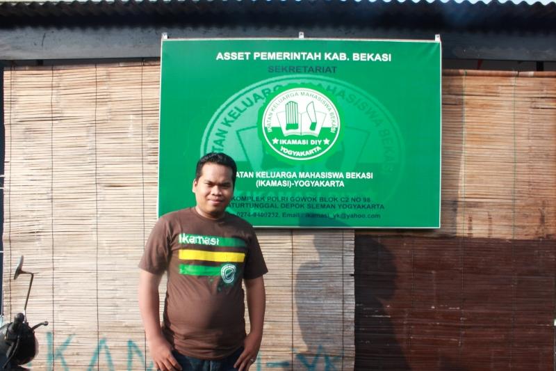 di depan sekretariat IKAMASI. setelah renovasi tahap 2 diberikan plang asset pemda kabupaten Bekasi