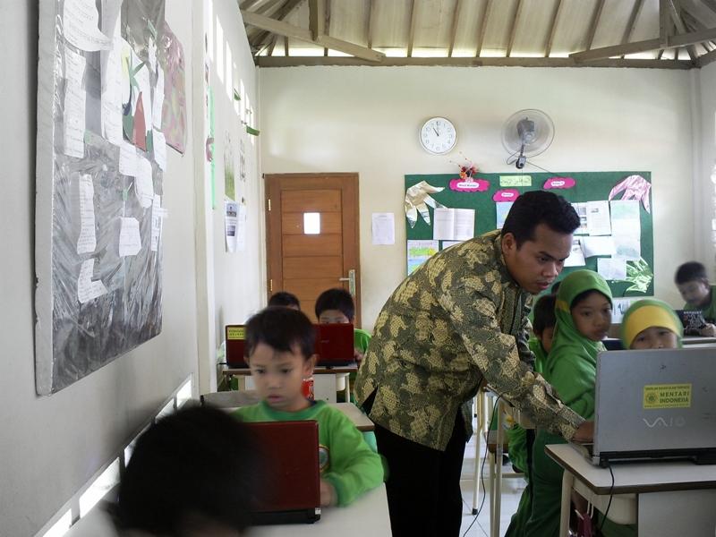 pengalaman pertama menjadi guru di SD