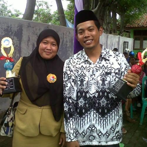 Syamsul Bahri dengan sang isteri dan prestasinya