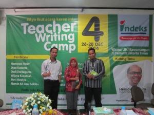 Bersama ketua panitia, Pak Namin AB dan salah satu peserta dari SMKN 1 Tarumajaya.