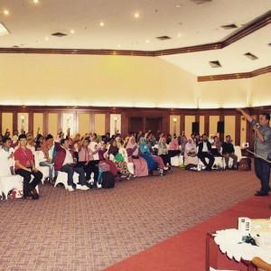 Membakar semangat 300 peserta guru blogger nasional